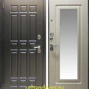 Заводские двери Кватро с зеркалом в цвете беленый дуб